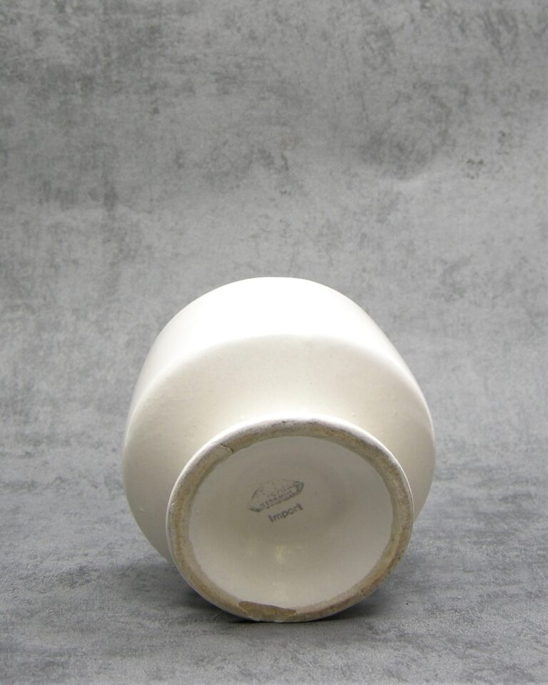 849 – Vintage bloempotje Strehla Keramiek Import beige