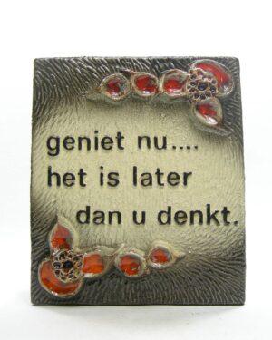 1574 - vintage wandtegel Jan van Erp Geniet nu... het is later dan u denkt