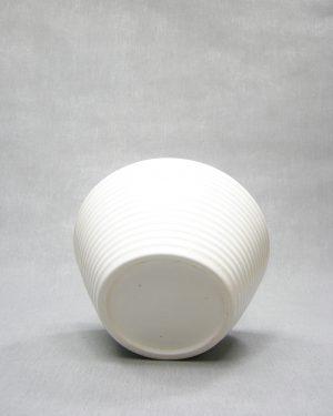 212 – Vintage bloempot op stokjes gebakken wit (4)