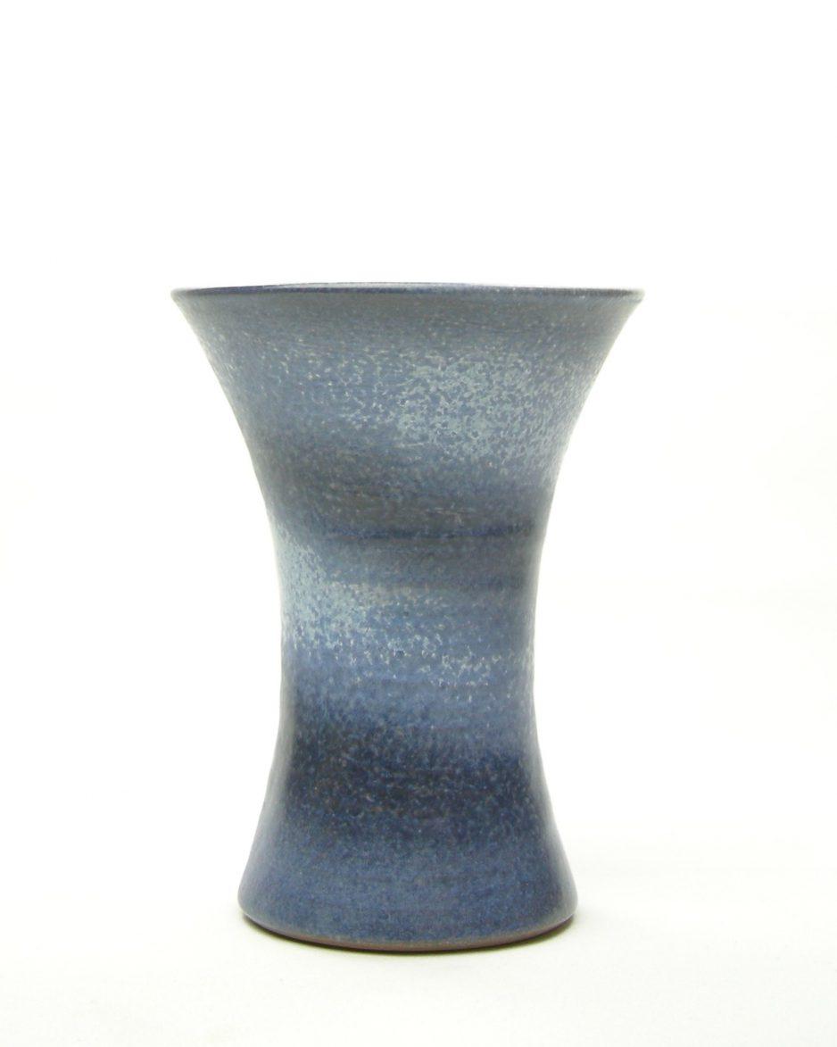 281 - vaas met diagonale strepen blauw