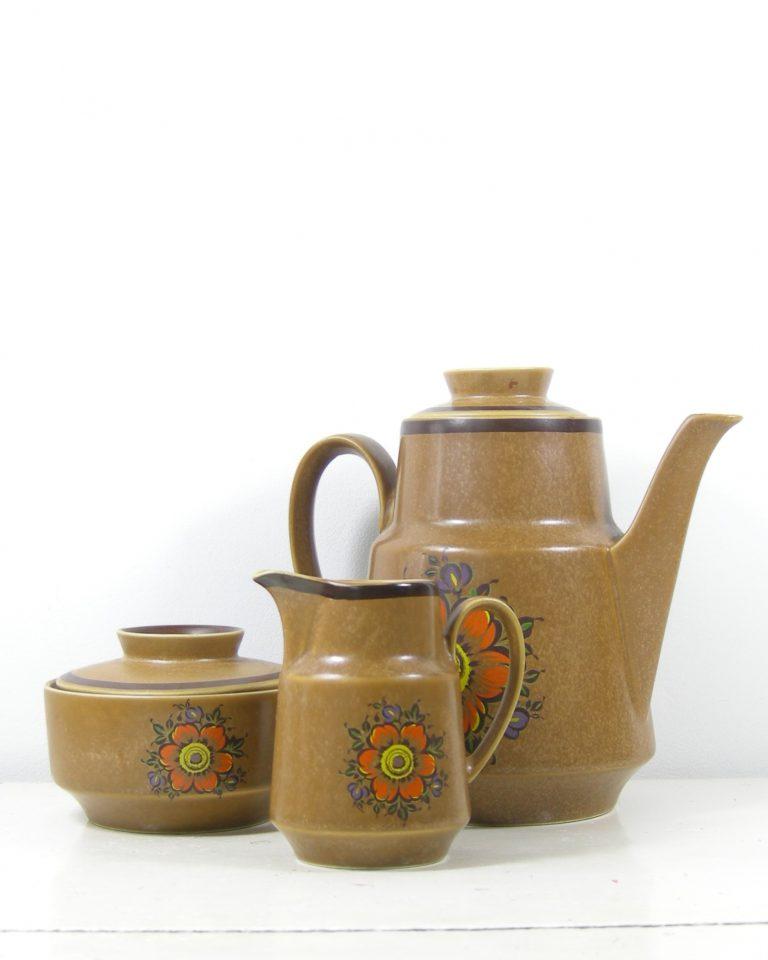 287 – koffie servies met 5 kop en schotels bruin (8)
