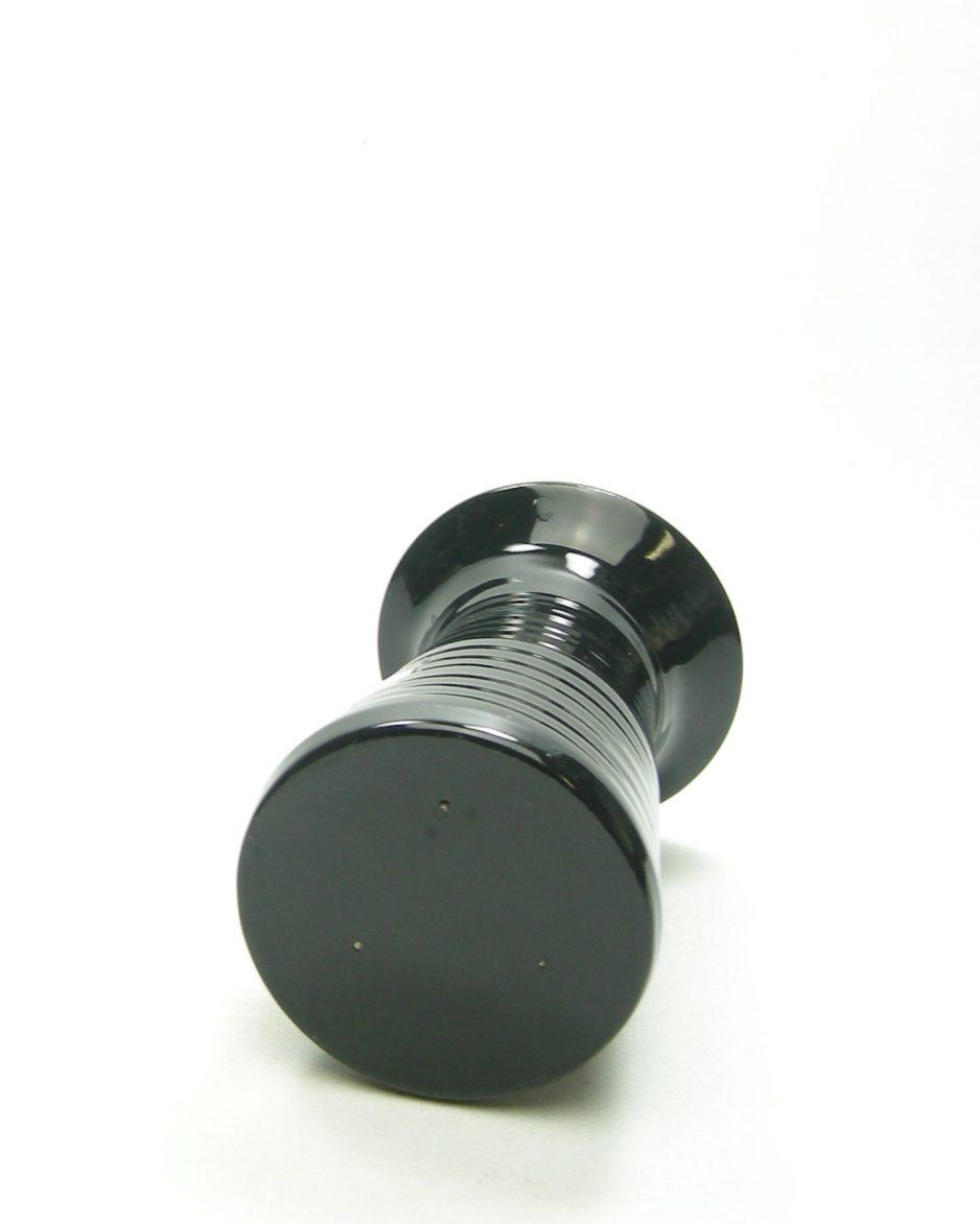 361-vaas-op-stokjes-gebakken-zwart