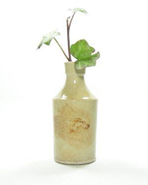 382 – vaasje in flesvorm beige-bruin