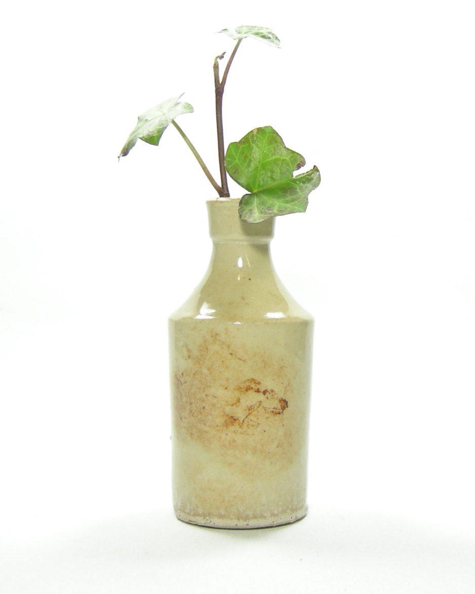 382 - vaasje in flesvorm beige-bruin