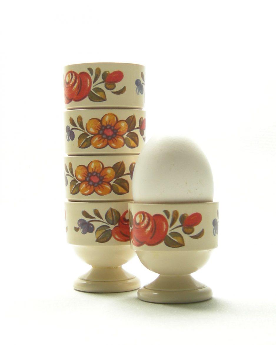 439 - eierdopjes Emsa West Germany met bloemen beige