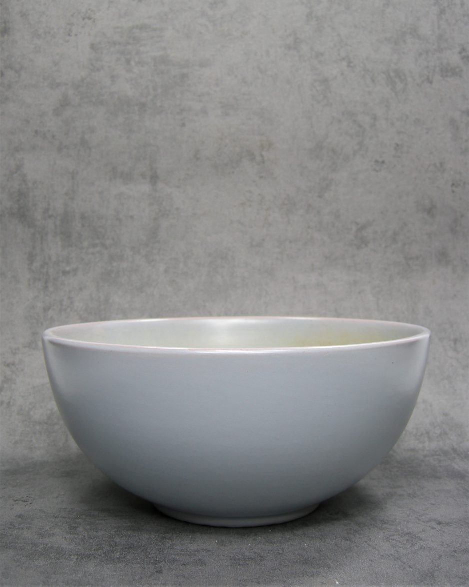 549 - Schaal op stokjes gebakken grijs