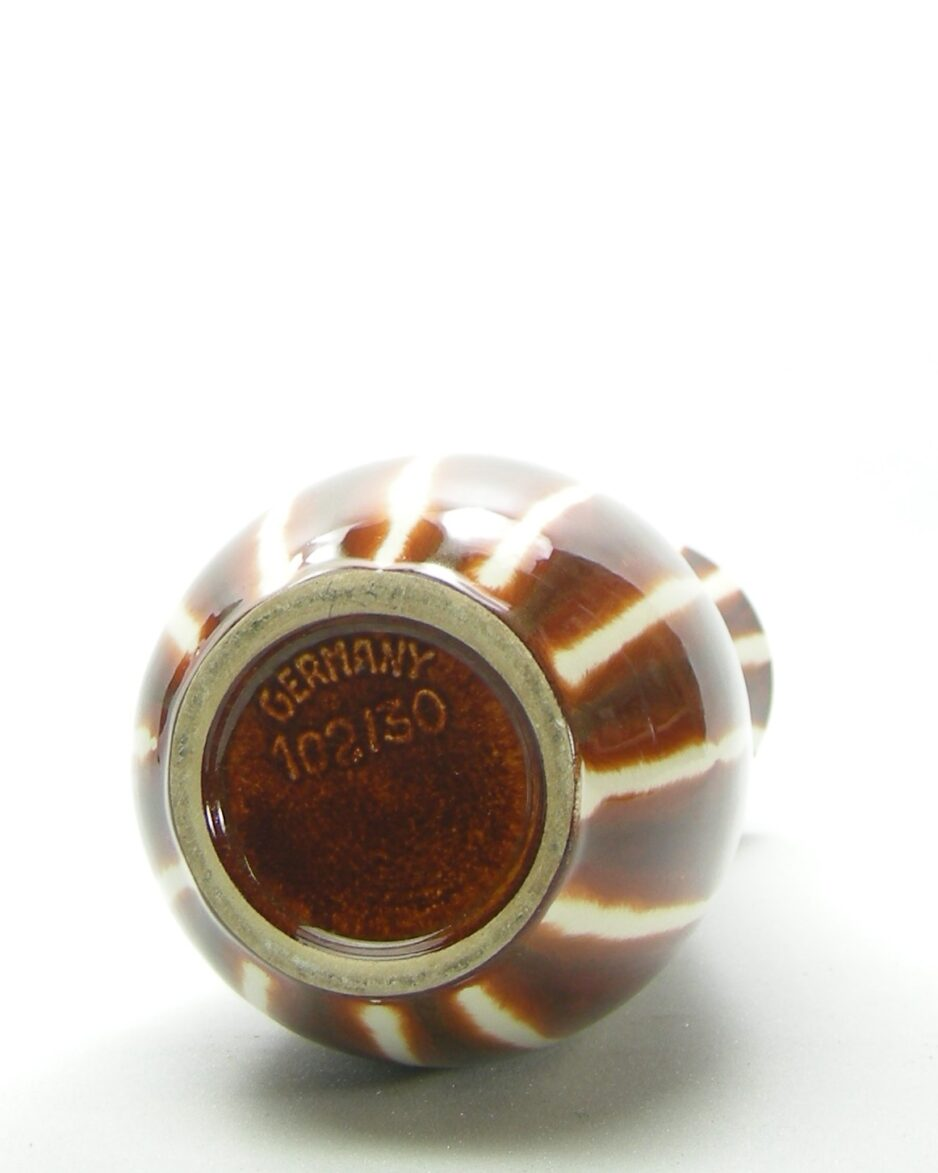 568 - vaas Jasba 102/30 bruin-crème