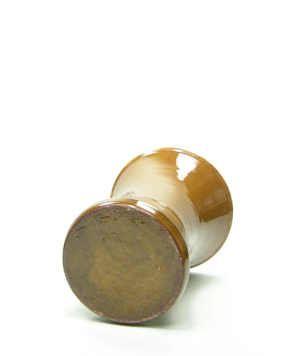 696 - vaas op stokjes gebakken bruin