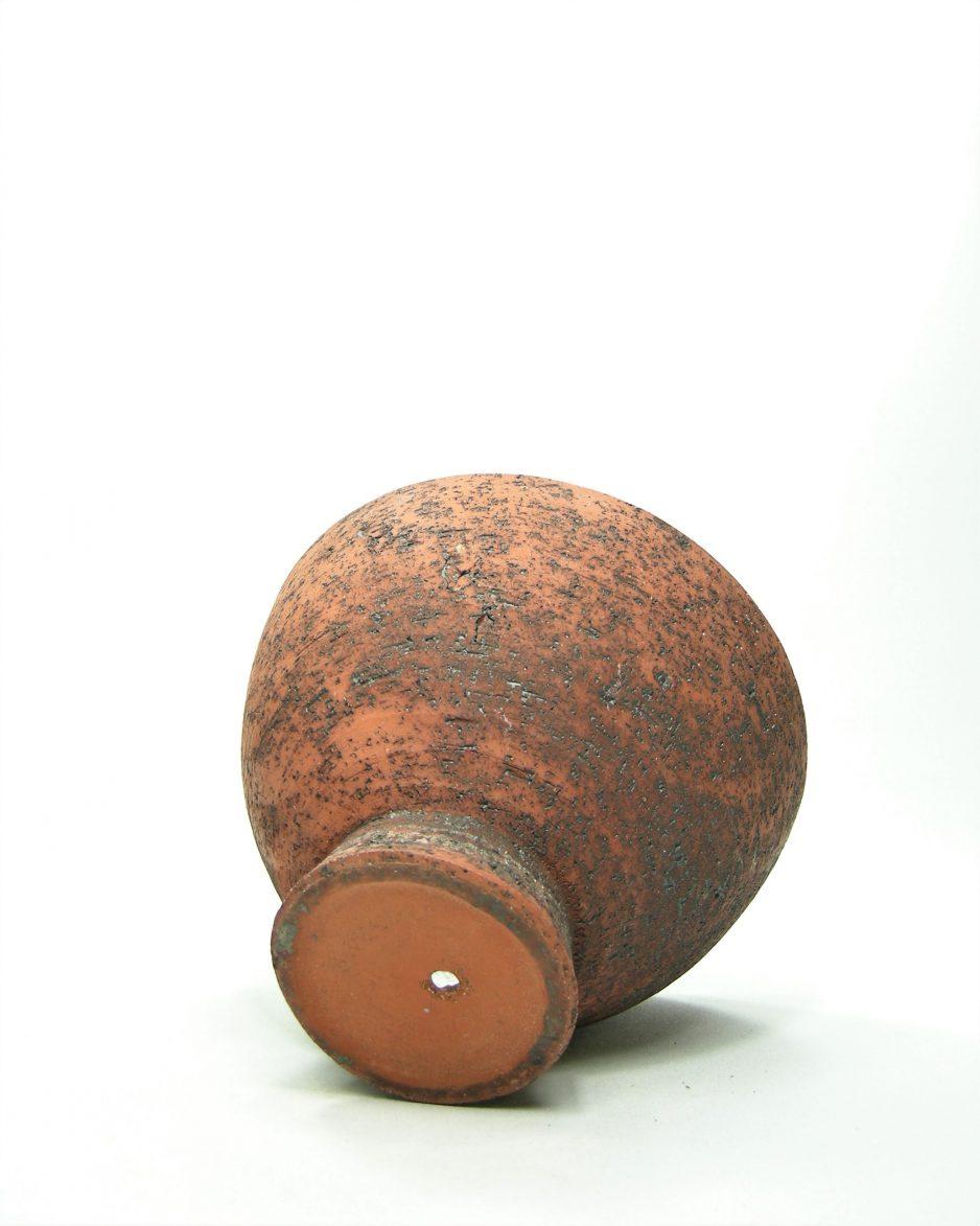 765 - bloempot berkenbast op voet rood