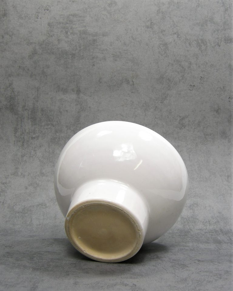 798 – bloempot op voet wit (3)