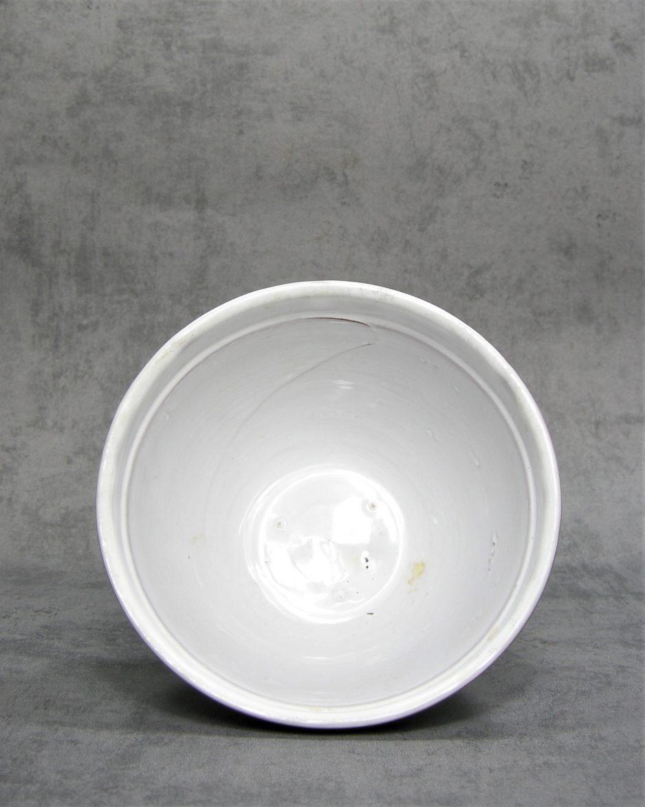 801 - schaal op stokjes gebakken wit