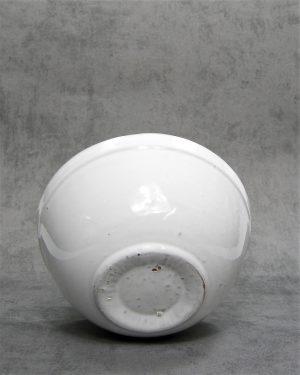 801 – schaal op stokjes gebakken wit
