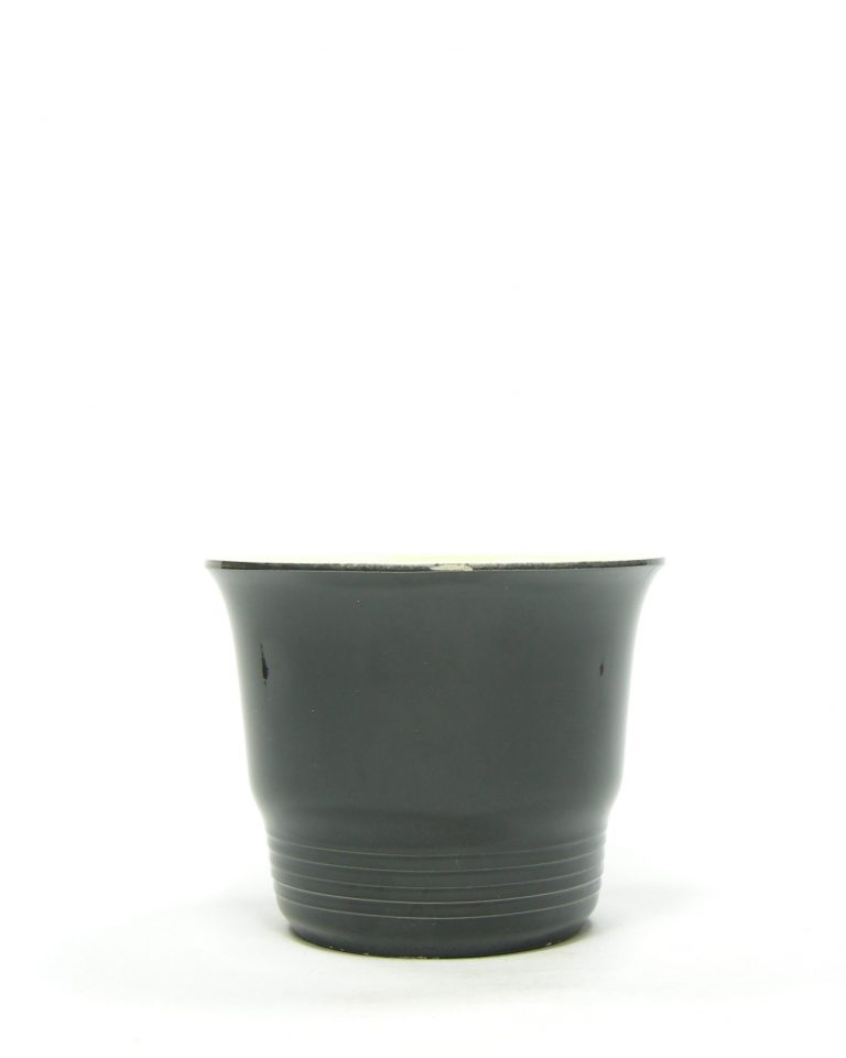 809 – bloempot op stokjes gebakken zwart