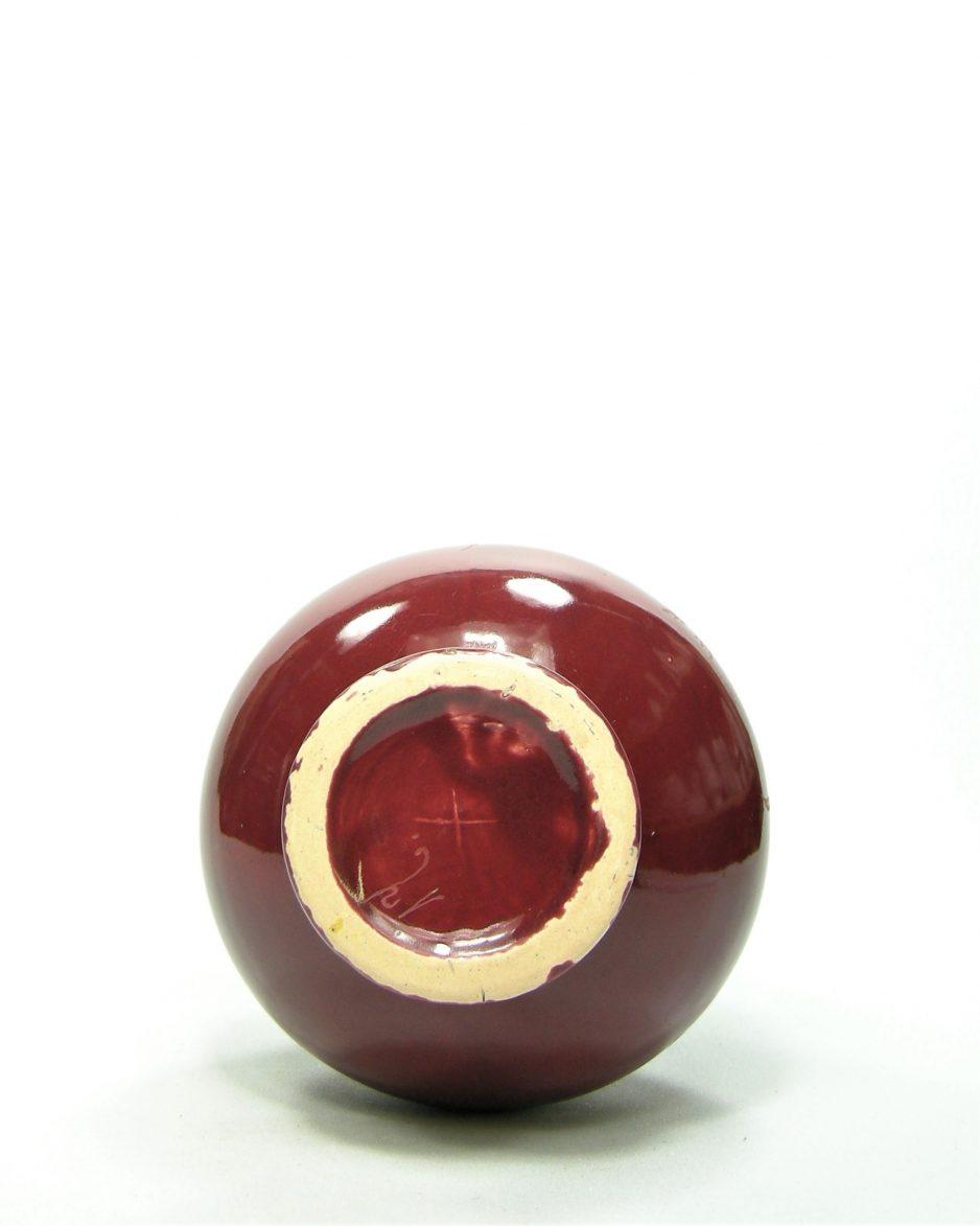 823 - vaas gesigneerd X rood