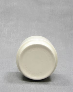 841 – bloempotje Carrigaline pottery Ireland crème