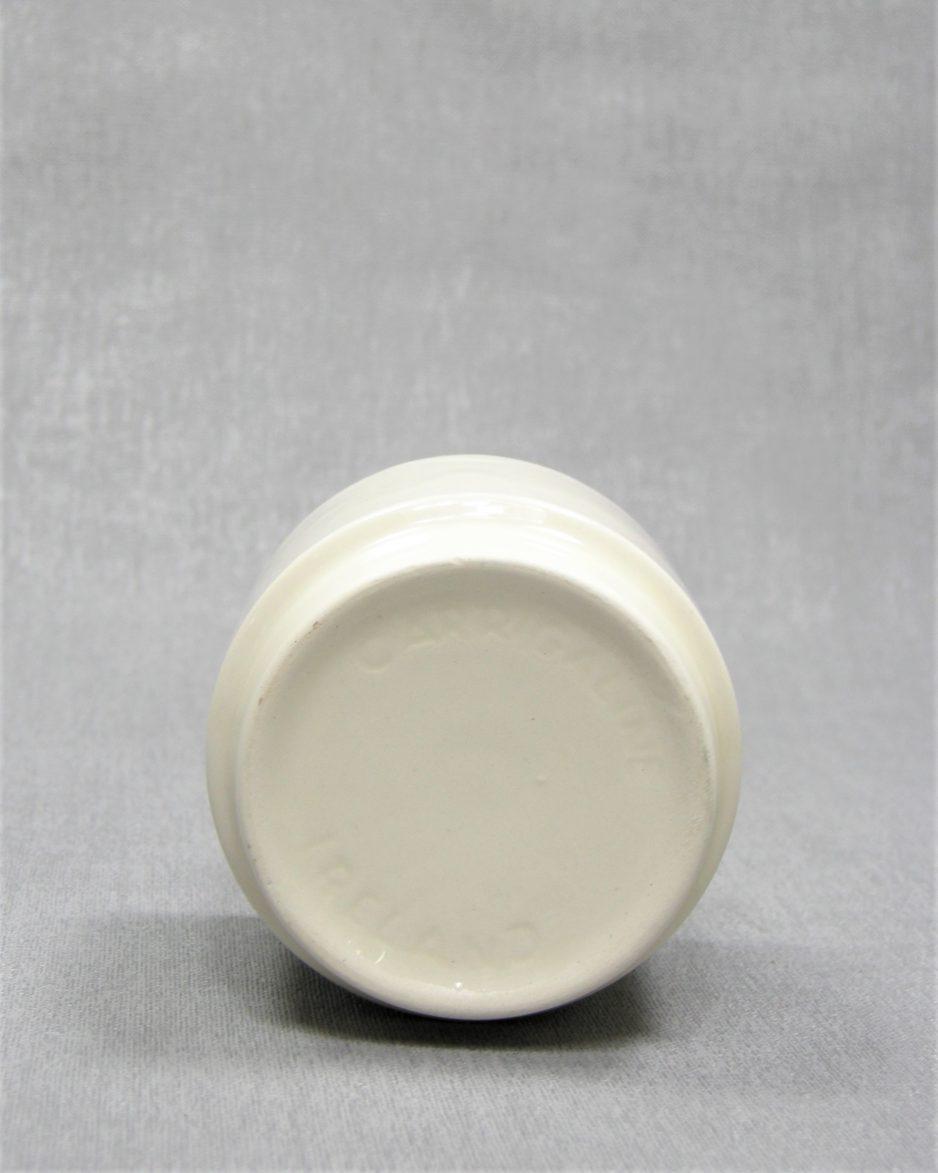 841 - bloempotje Carrigaline pottery Ireland crème