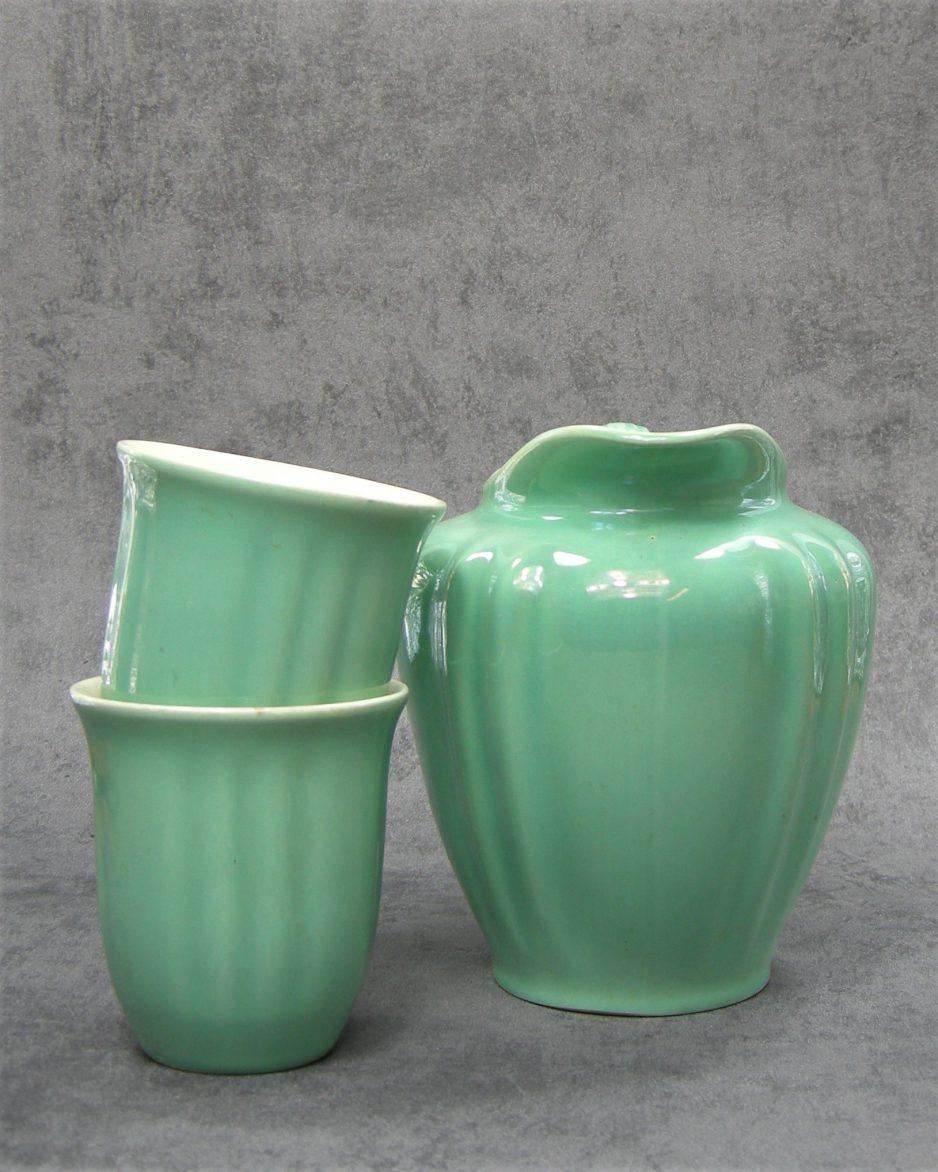 868 - pitcher met 2 bekers Koninklijke Plateelbakkerij Gouda groen