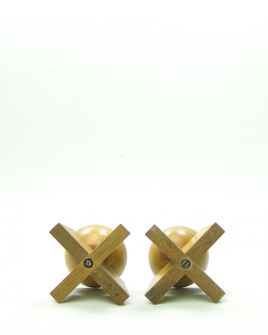 954 - kandelaars van hout bruin