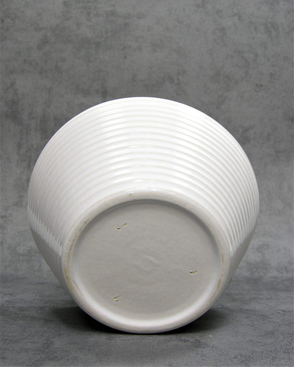 1017 - bloempot op stokjes gebakken wit