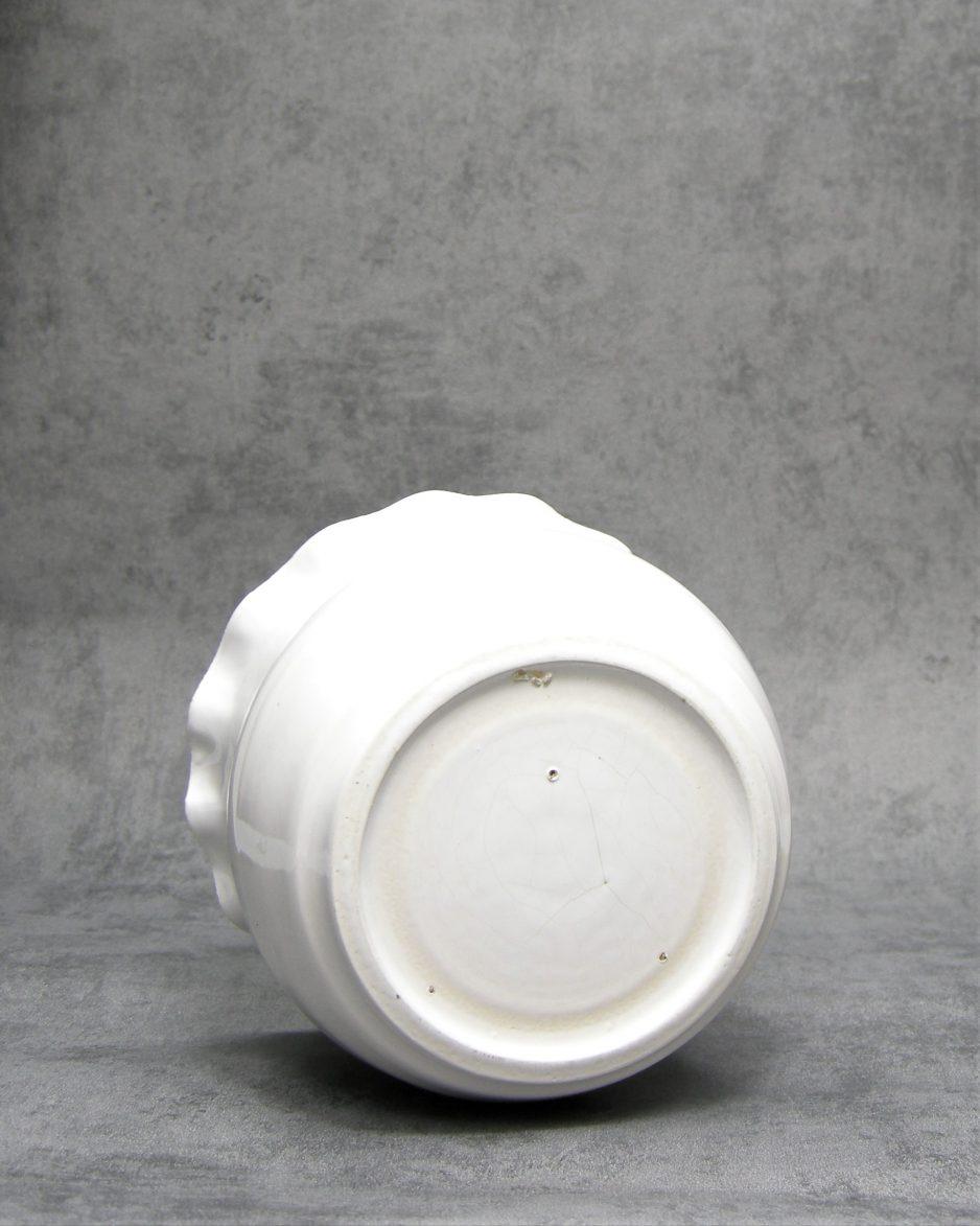 1024 - bloempot op stokjes gebakken met gegolfde rand wit