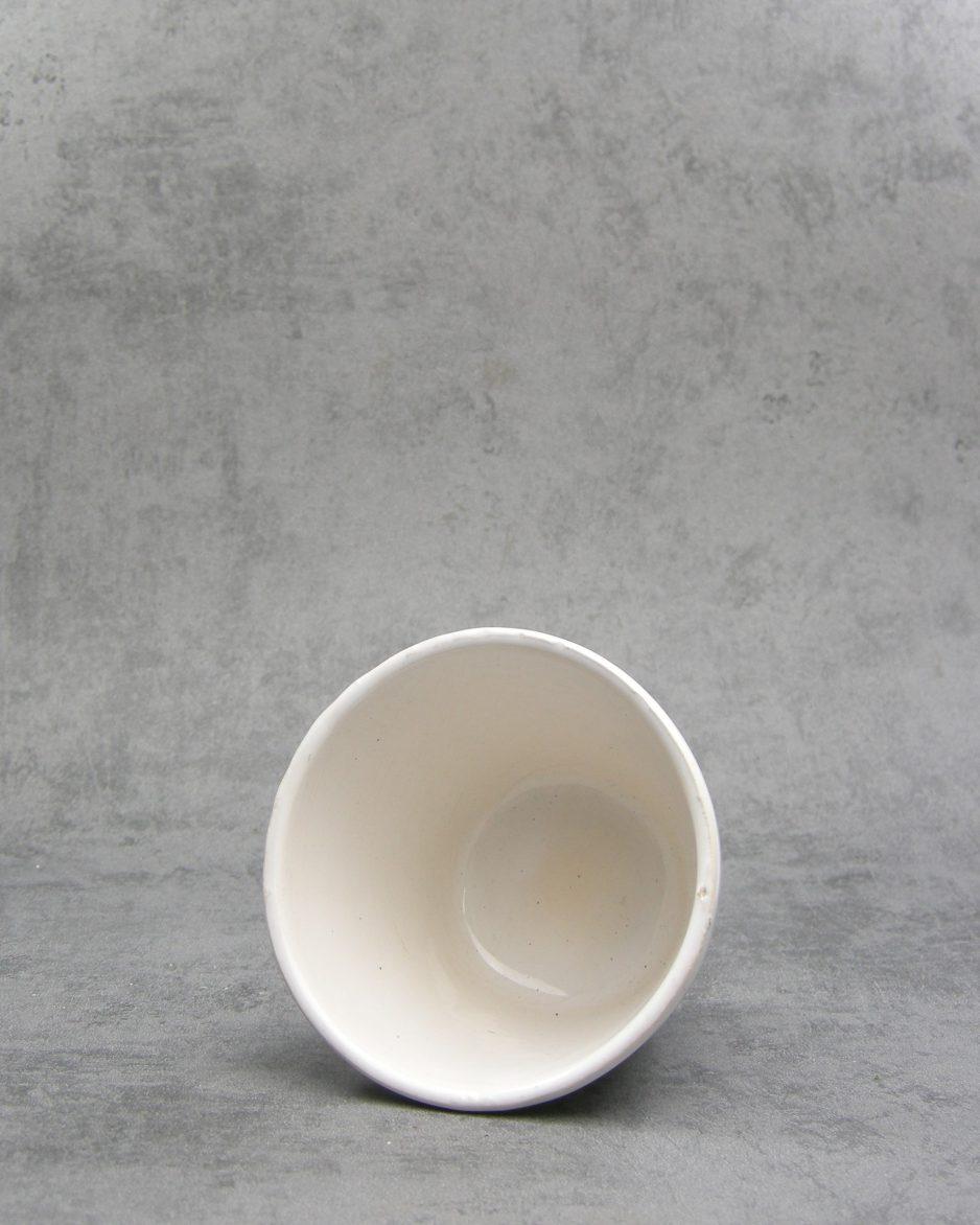 1029 - bloempot op stokjes gebakken wit