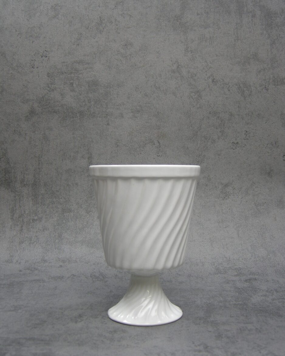 1030 - bloempot op voet Delfts Porcelia 37 wit