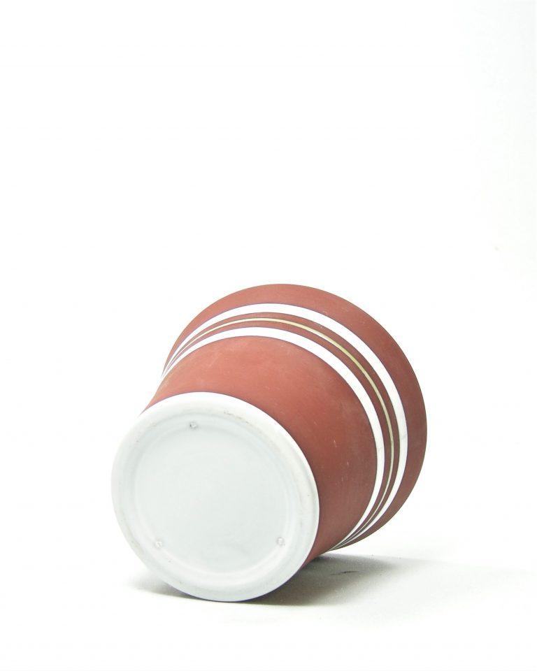 1061 – bloempotje op stokjes gebakken bruin – wit met groen streepje