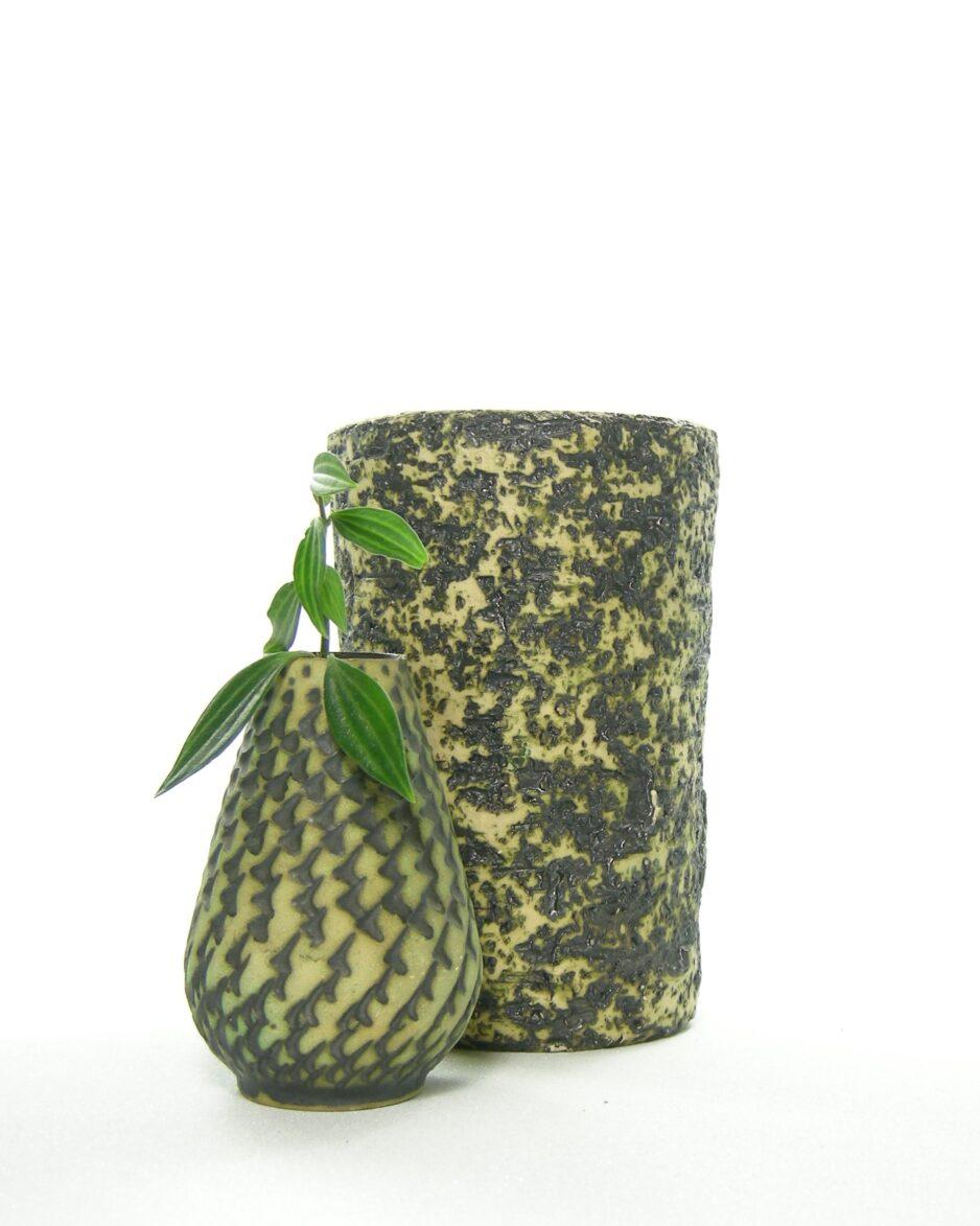 1085 - vaas jaren 70 berkenbast zwart geel