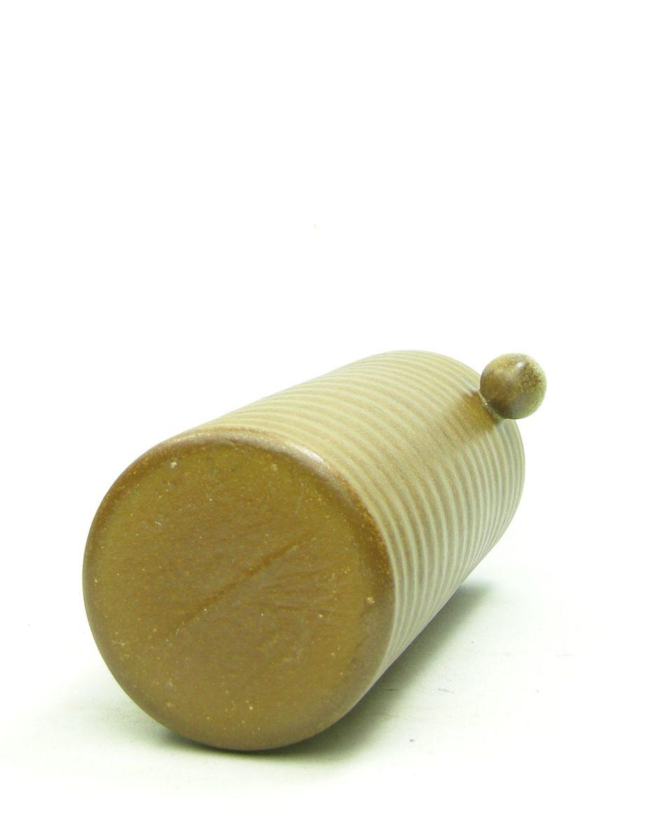1117 - vaas met knoppen bruin