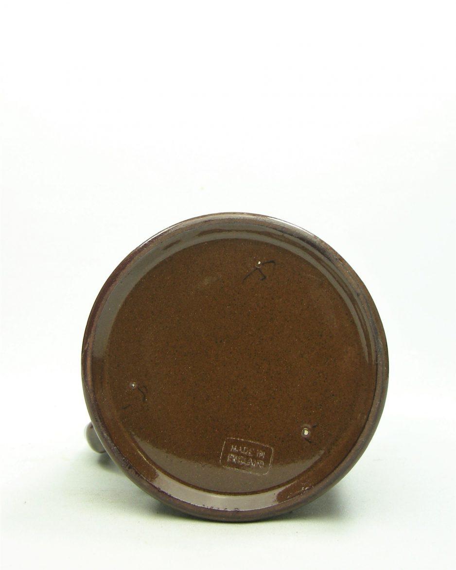 1118 - pitcher op stokjes gebakken made in England bruin