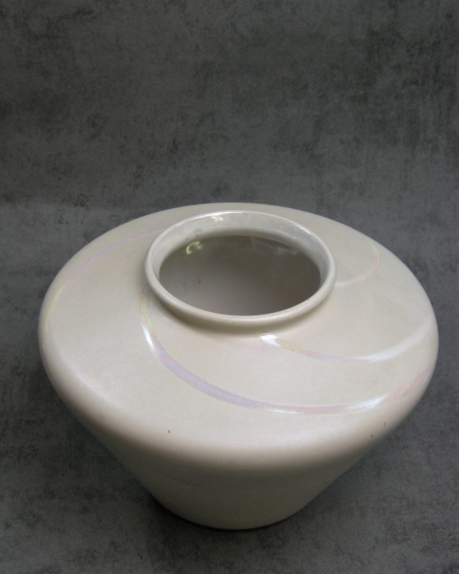 1143 - vaas Bay Keramik 690-17 met parelmoeren lijnen wit