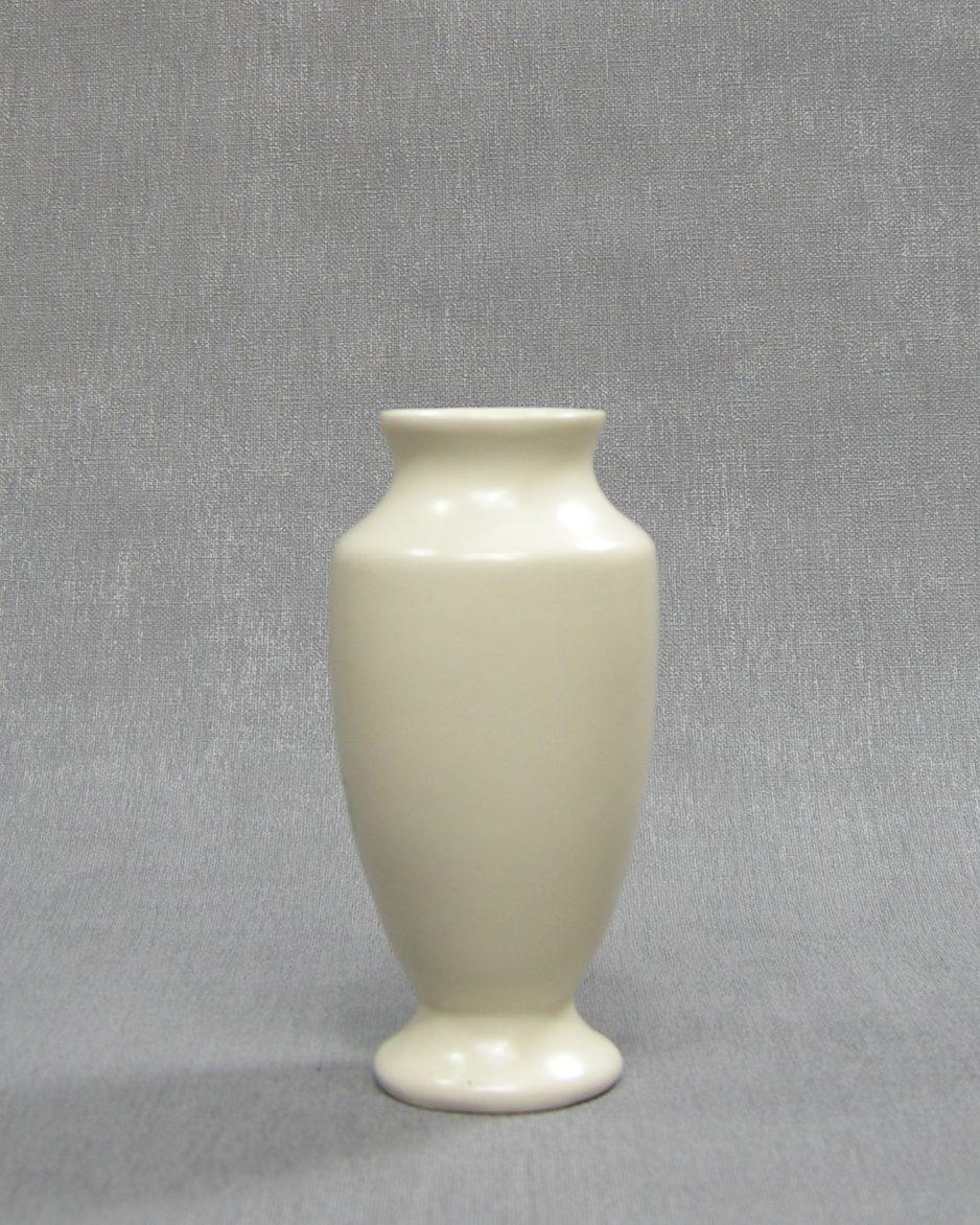 1215 - vaasje Fontmell Potteries England creme met vlinders crème