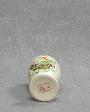 1215 – vaasje Fontmell Potteries England crème met vlinders
