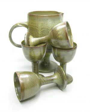 1217 - wijn set - pitcher & 4 bekers groen - bruin