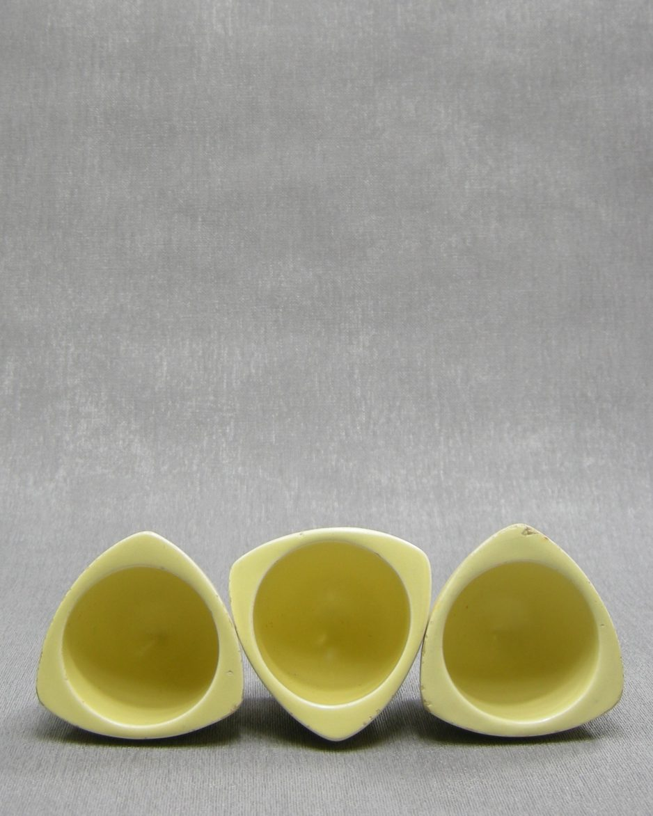 1234 - eierdopjes Flora Keramiek Gouda Holland geel