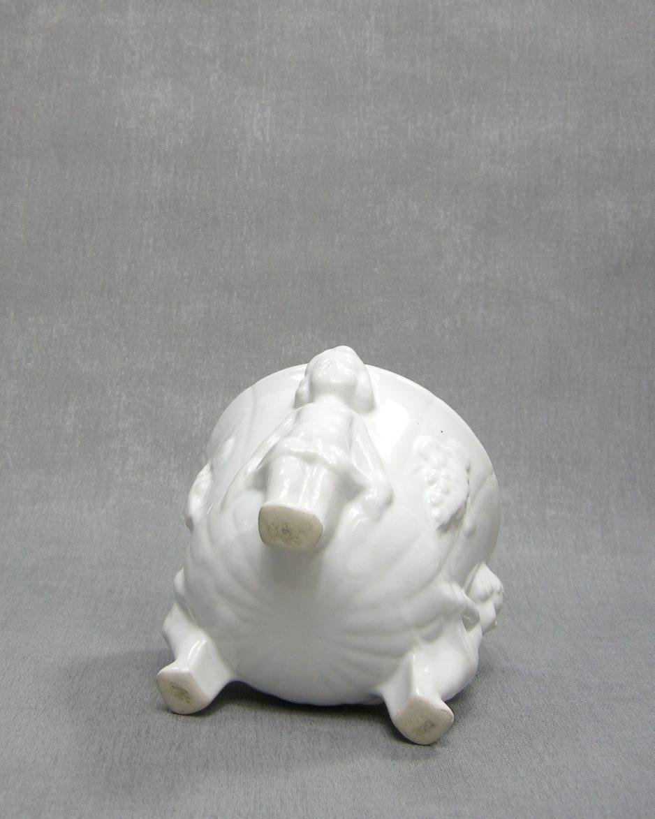 1241 - bloempot 3 cupido's wit