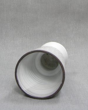 1280 – bloempot op voet met motief wit