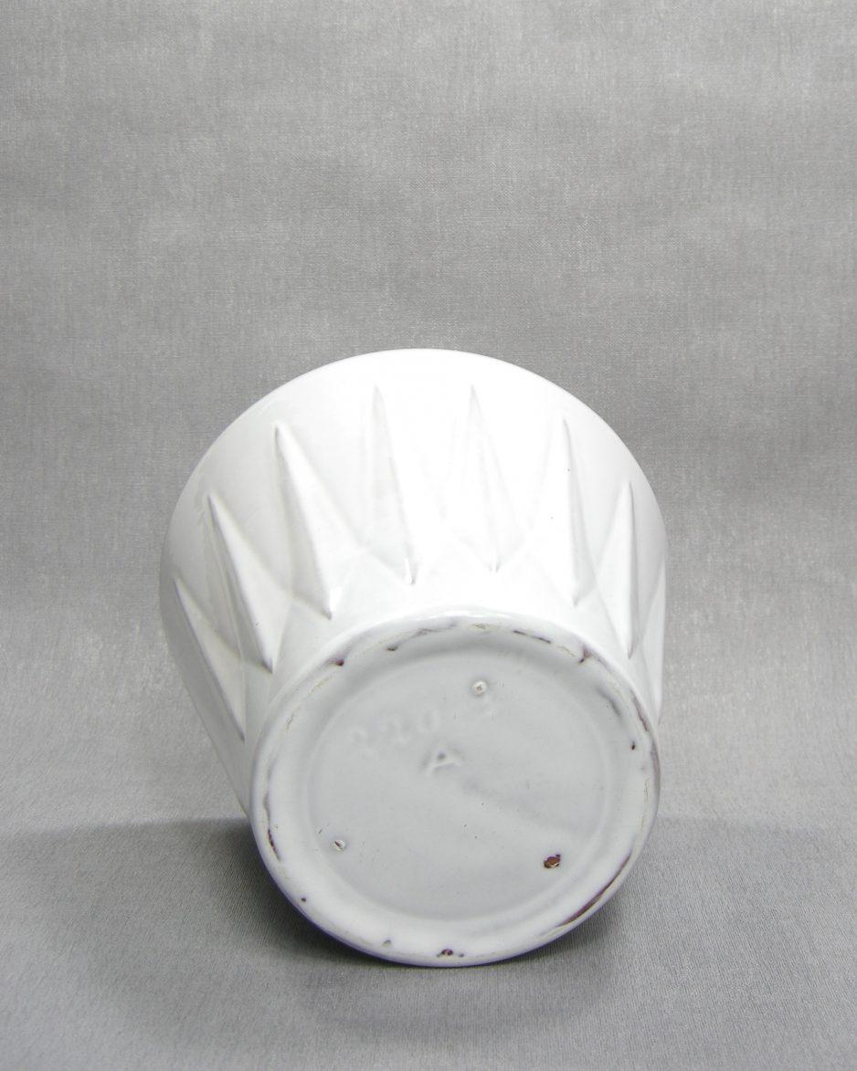 1281 - bloempot 220-3 A op stokjes gebakken wit