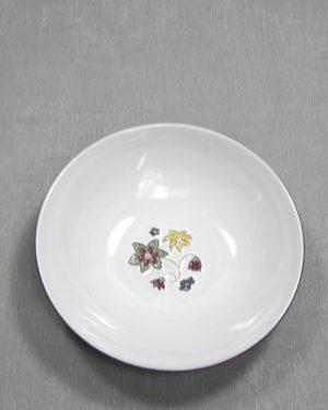 1283 - schaal op stokjes gebakken wit-blauw met bloemen