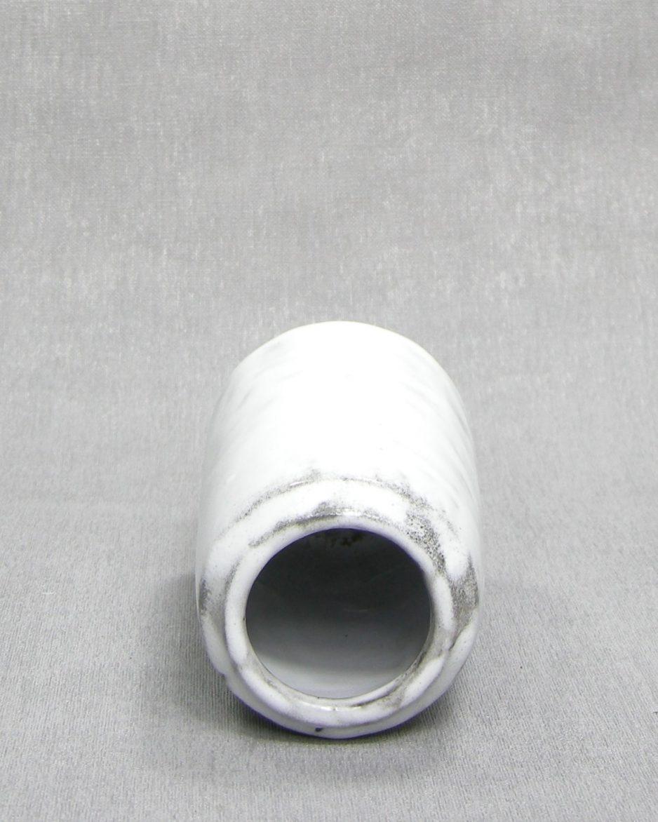 1296 - vaasje met dik glazuur wit