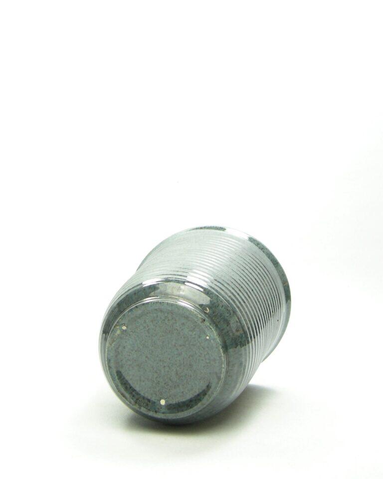 906 – bloempot op stokjes gebakken grijs-blauw