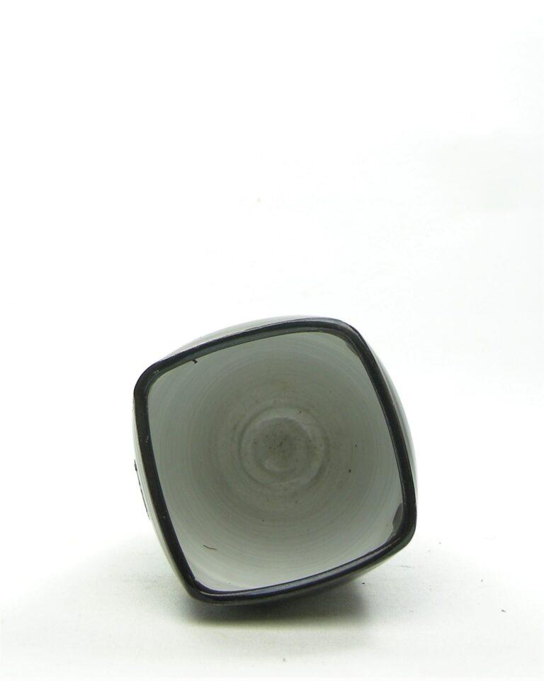 944 – vaas Holland 560 AH aardewerk zwart