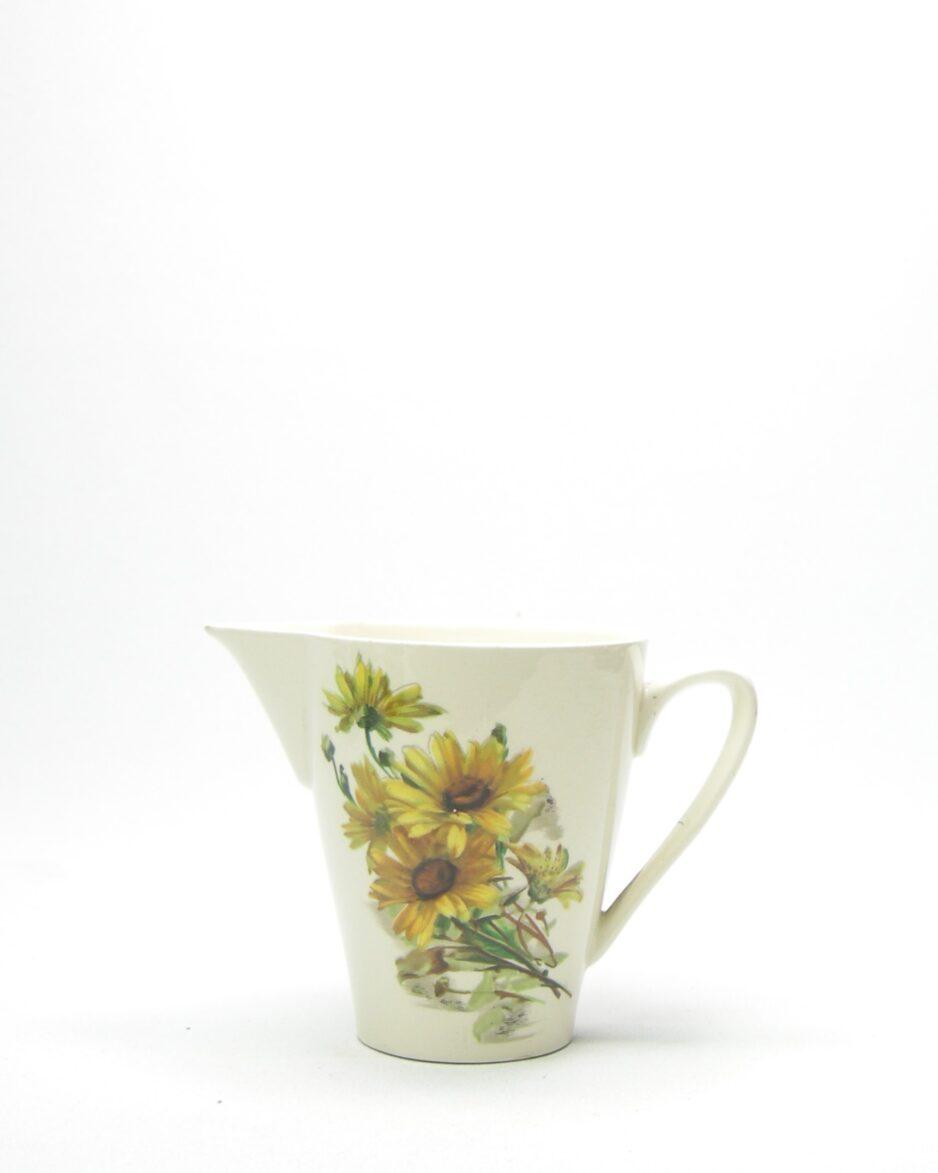 951 - pitcher '5' crème met bloemen