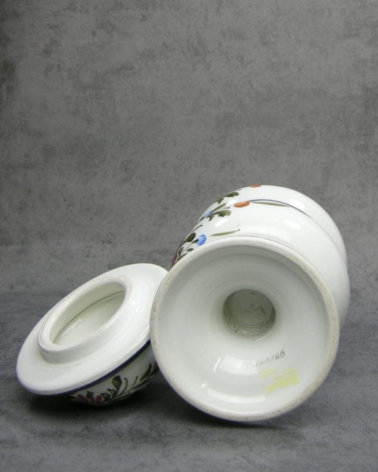 990 – 991 – pot  Kaffee & Mehl Bassono Italy jaren 60 hand geschilderd  wit met bloemen
