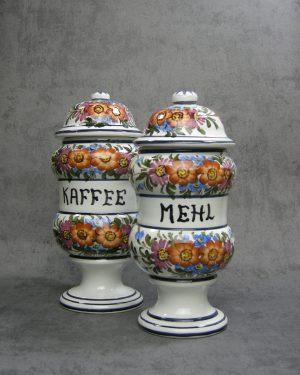 990 - 991 - pot Kaffee & Mehl Bassono Italy jaren 60 hand geschilderd wit met bloemen