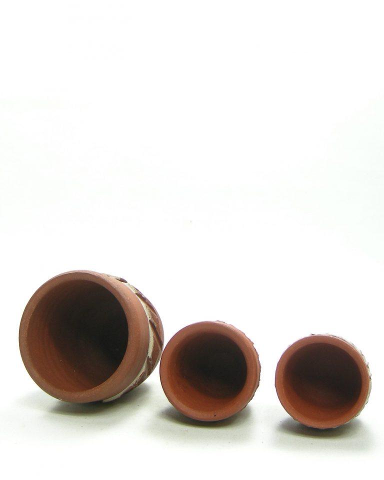 1303 – 1304 – 1305 – bloempotjes van rode klei bruin – wit