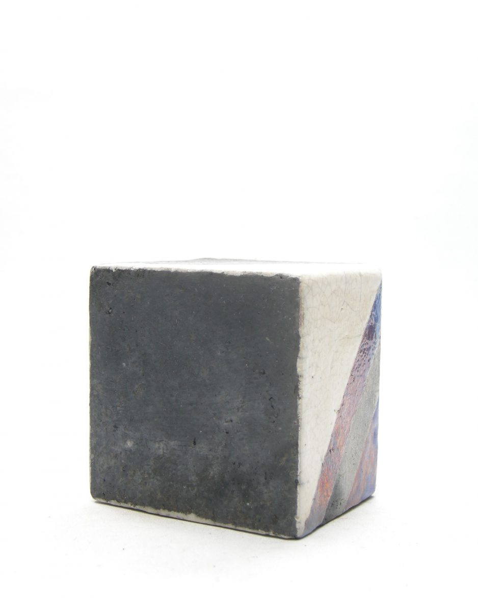 106 - vaas vierkant met metallic glazuur zwart - beige - paars