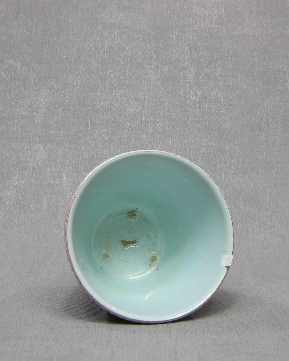1336 - bloempot ADCO 0 groen - bruin op stokjes gebakken
