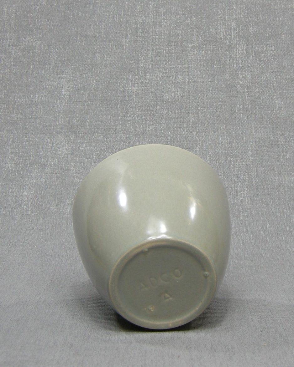 1337 - bloempot ADCO A grijs op stokjes gebakken