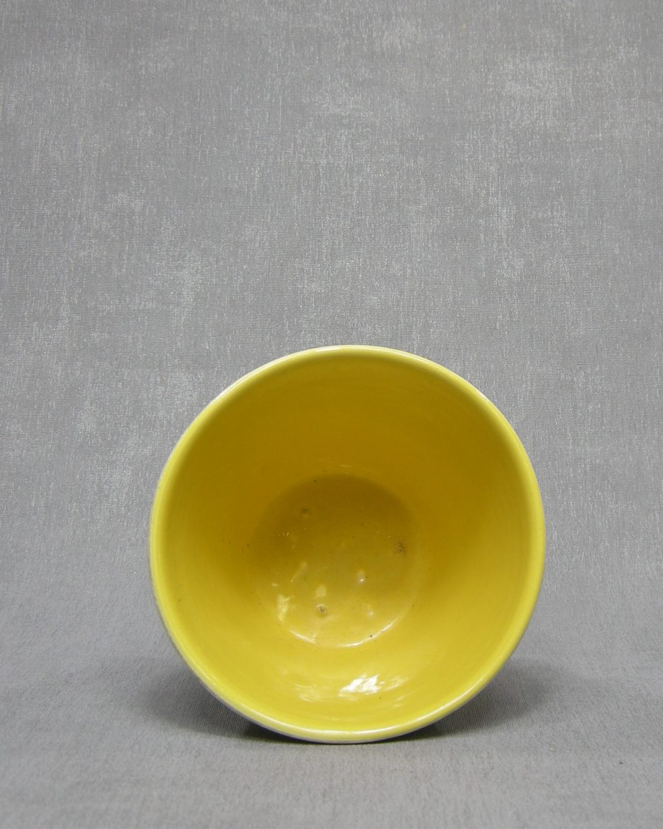 1340 - bloempot ADCO met lijnen en blokken wit - groen - rood - geel